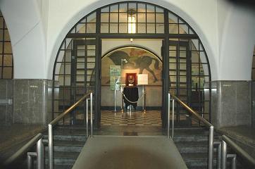 安田講堂正面玄関